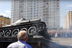 Rusijos parado nesėkmė: apvirto istorinis tankas