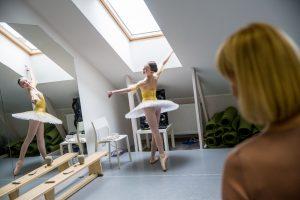 Apie porcelianinę baleriną, kuri negali nešokti