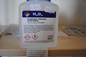 """Vartotojai klaidinami """"maistinio"""" vandenilio peroksido gydomosiomis savybėmis"""