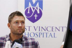 Australijoje per rungtynes mirė retą traumą patyręs žaidėjas Ph. Hughesas