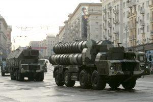 Rusija pradeda gabenti raketas S-300 Iranui