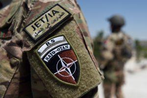 """Afganistane per """"saviškių ataką"""" žuvo du NATO kariai"""