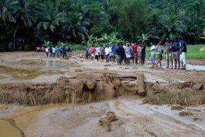 Šri Lankoje žemės nuošliaužos galėjo palaidoti daugiau nei 200 šeimų