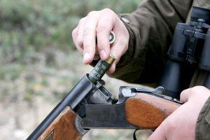 Girtas medžiotojas nušovė kitą medžiotoją
