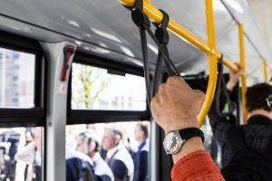 Vilniuje autobuse nukrito du keleiviai