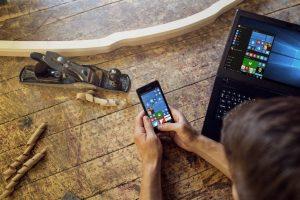 """Į Lietuvą atkeliavo pigiausias """"Microsoft Lumia"""" telefonas"""