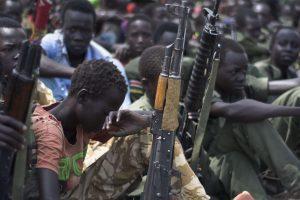 Pietų Sudane kovotojams vietoje atlyginimo leidžiama žaginti moteris