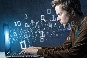 Visa galva aukščiau: informacinių technologijų egzamine kauniečiai sublizgėjo