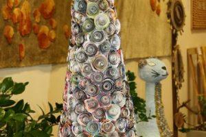 Vietoj makulatūros – originali Kalėdų eglė