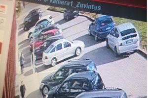 Vairuotojas ne tik pažeidė eismo taisykles, bet ir apgadino BMW (ieškomi liudininkai)