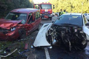 "Po ""Citroen"" ir ""Peugeot"" susidūrimo nukentėjo du žmonės"