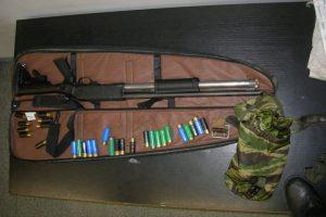 Mirusio vyro namuose – šautuvai, strėlės, peiliai