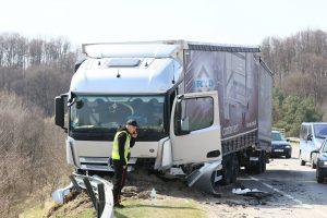Tragiška avarija sostinėje: žuvo lengvojo automobilio vairuotojas
