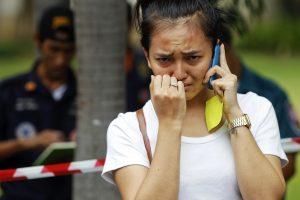 Tailande nuo skardžio nuriedėjo autobusas: žuvo 18 žmonių