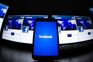 """""""Facebook"""" lyderiauja lietuvių išmaniuosiuose telefonuose"""