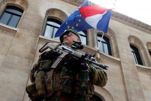 Prancūzija ir Vokietija siūlo kurti vieningą gynybos sąjungą