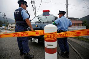 Japonijoje iš daugiaaukštės aikštelės iškrito visureigis, žuvo trys žmonės