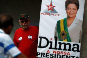 Nušalinta Brazilijos prezidentė nepraranda vilties