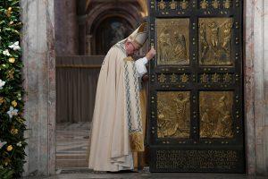 Popiežius: nuo šiol kunigai visada galės atleisti už abortą