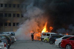 Turkijoje sprogo užminuotas automobilis: mažiausiai du žmonės žuvo