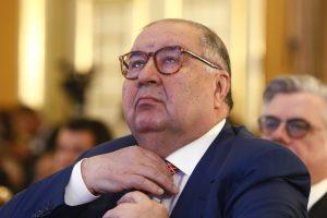 Rusų milijardierius padavė Kremliaus kritiką į teismą