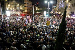 Tel Avive tūkstantinė minia protestavo prieš vyriausybės korupciją