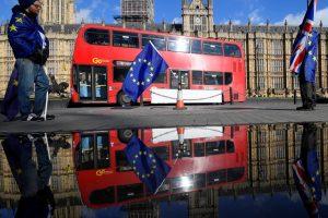 """Žiniasklaida: nesaugumas dėl """"Brexito"""" pastebimai veikia D. Britanijos ekonomiką"""