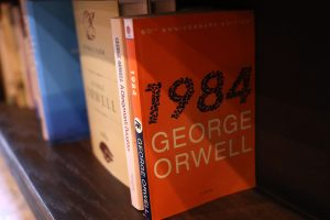 "Legendinis G. Orwello romanas ""1984-ieji"" virs miuziklu"