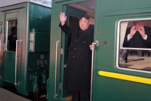 Kim Jong Unas vyksta į susitikimą su D. Trumpu