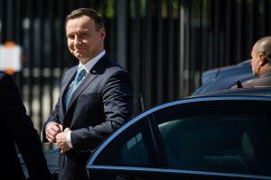 Lenkijos prezidentas mėgins spręsti politinę krizę