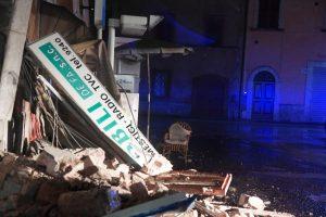 Po trečio žemės drebėjimo namų neteko tūkstančiai italų