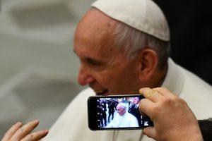 Popiežius: kai kurie žurnalistai kenčia nuo potraukio fekalijoms