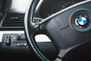 Keturi vyrai grasino peiliu ir apšaudė kauniečio BMW