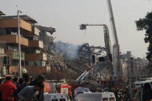 Irane užsiliepsnojo aukštuminis pastatas, žuvo per 30 ugniagesių