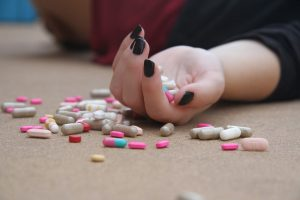Šakiuose nepilnametė apsinuodijo vaistais