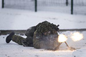 Nelaimė Rukloje: kariai apdegė plaštakas ir veidus
