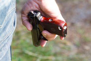 Dėl nelegalaus pistoleto marijampolietis atsidūrė areštinėje