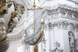 Išlaikyti Bažnyčią privalo visi jos nariai?