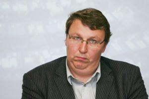 """Girtas prie vairo sulaikytas """"Lietuvos ryto"""" žurnalistas V. Bruveris"""