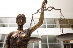 Teismas pradėjo nagrinėti jaunuolio nužudymą Panevėžyje