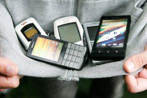 Nuteistiesiems telefonus permetusiam vyrui – 900 eurų bauda
