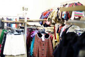 Šakiuose vagiami ir dėvėti drabužiai