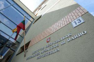"""Ministerijos patikrinimą dėl """"darbietės"""" veiklos stabdo jos ligos ir atostogos"""