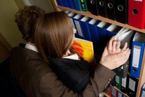 Seksualinis priekabiavimas: įstatymai gins ir įsidarbinančiųjų teises?