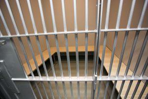 Į areštinę pateko moterį peiliu sužalojęs klaipėdietis