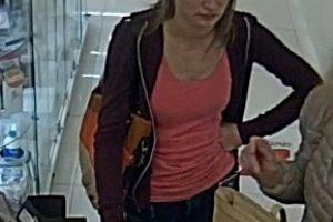 Policija prašo padėti atpažinti telefoną pavogusią moterį