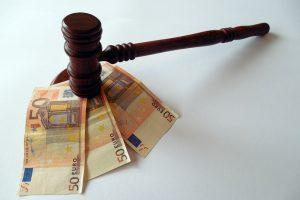 Kauno medikei – tūkstantinė bauda už suklastotą nedarbingumo pažymėjimą