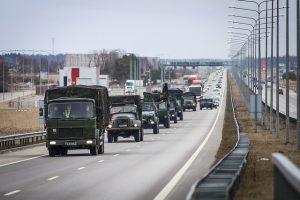 Nusiteikite eismo pokyčiams: šalies keliais intensyviai judės karinė technika