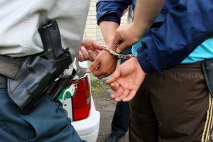 Sulaikydami girtą vairuotoją, nukentėjo policininkai