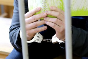 Prašoma suimti galimai moterį mirtinai partrenkusį mokyklos vadovą